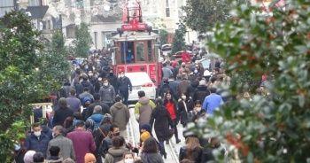 İstiklal Caddesi'ndeki kalabalık pes dedirtti!