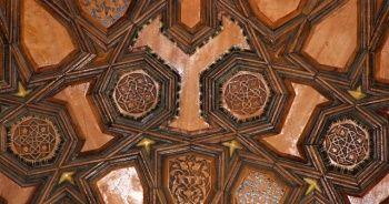 Amasya'da 535 yıllık caminin penceresinde Kayı sembolleri bulundu