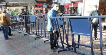 'Kırmızı' Edirne'de cadde girişleri bariyerlerle kapatıldı