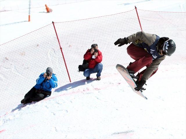 Serbest stil kayak ve snowboard şampiyonası Erzurum'da düzenlendi