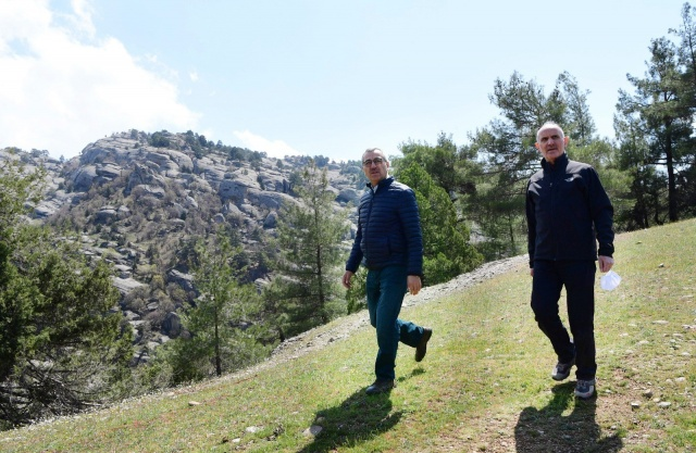 Uçurumun kenarından manzaraya bakmak: Ali Kayası
