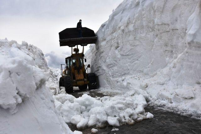 Bahar ayında 10 metre karla mücadele