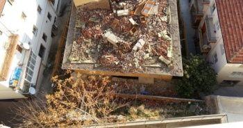 Ankara'da çökme tehlikesi bulunan binada korkutan görüntüler
