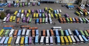 Bişkek'te otobüslerin renkli görüntüsü