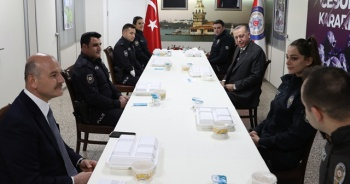 Çengelköy Polis Merkezi'nde iftar yaptı