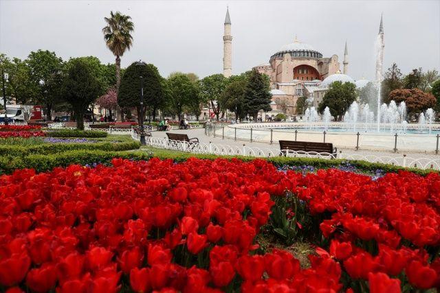 İstanbul'da cadde ve meydanlarda Kovid-19 sakinliği