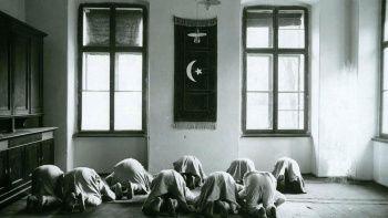 104 yıl sonra ortaya çıktı: Türk askerlerinin namaz kıldığı o anlar
