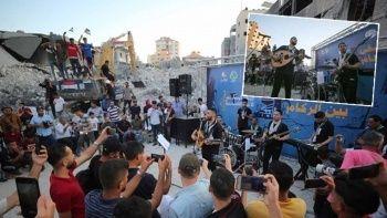 Filistinli müzik grubu enkaz üstünde konser verdi