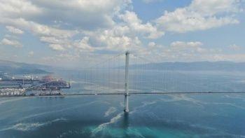 Osmangazi Köprüsü'nün etrafını deniz salyası sardı