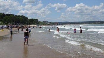 Denize girme yasağına rağmen plajlar doldu taştı
