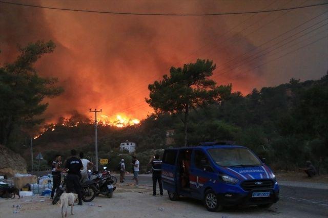 Muğla Milas'ta 5 mahalle tahliye edildi: Çökertme alevlere teslim oldu