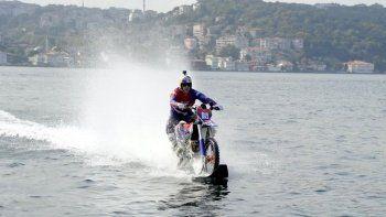 İstanbul Boğazı'nda motokros