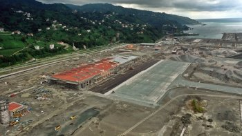 Rize Valisi açıkladı: Artvin-Rize Havalimanı yıl sonunda tamam