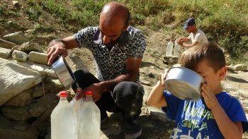 'Şifalı' sanılan pis suyu içmek için Muş'a geliyorlar