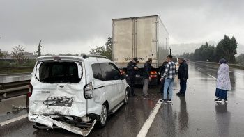 TEM'de feci kaza: 15'ten fazla araç birbirine girdi