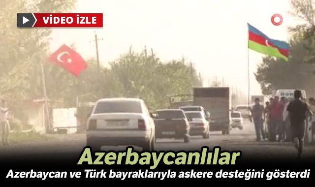 Azerbaycanlılar Azerbaycan ve Türk bayraklarıyla askere desteğini gösterdi