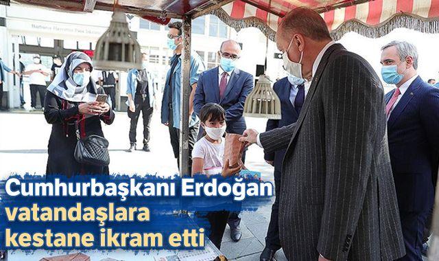 Cumhurbaşkanı Erdoğan vatandaşlara kestane ikram etti