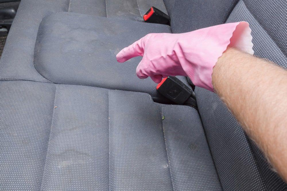 Araba Koltuk üzerindeki lekeler nasıl çıkar? Araç koltuk temizliği nasıl yapılır?