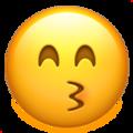 gulen-gozlerle-opucuk-gosteren-emoji