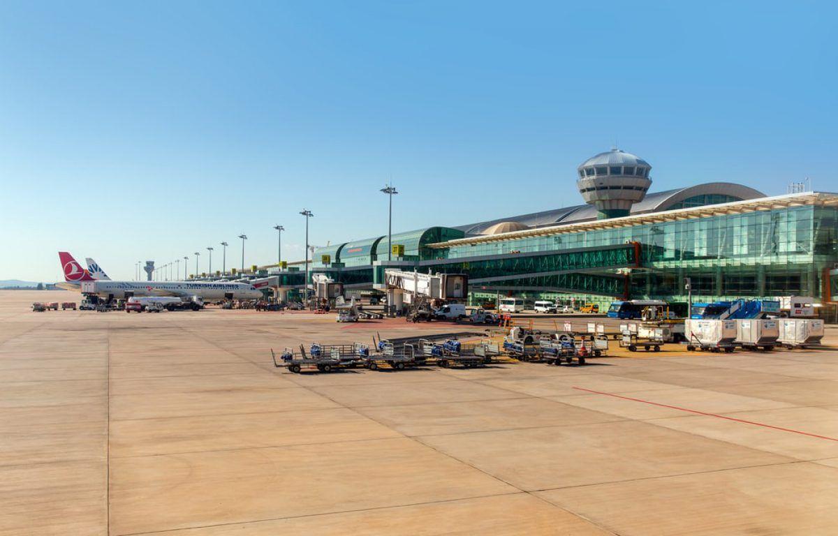 Uçakla İzmir'e Ulaşım