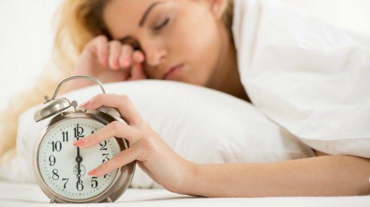 İyi bir uyku uzmanlara göre melatonin salgısının düzenli olmasından geçiyor. Doğada melatonin özlü besin sayısı az bulunurken, uykuya yine yardımcı olabilecek triptofan özlü besinleri rahatça bulabiliyoruz. Örneğin hayvansal ve bitkisel olarak bir çok yiyecekte triptofan mevcut.