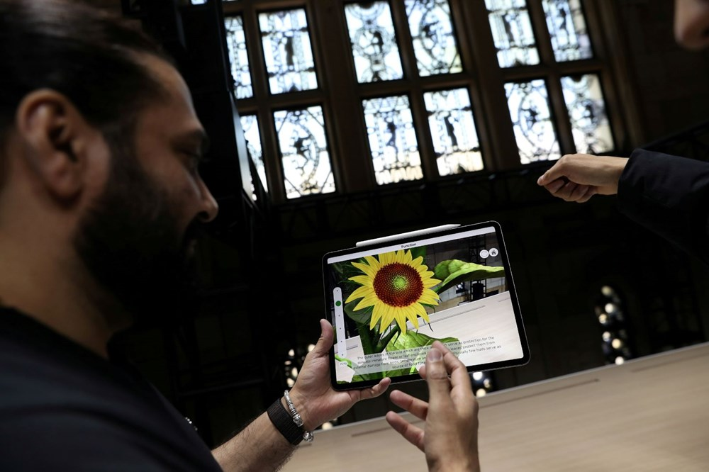 Apple'ın yeni ürünleri görücüye çıktı: Renkli iMac ve 'en güçlü tablet' iPad Pro en çok ilgi çekenler arasında