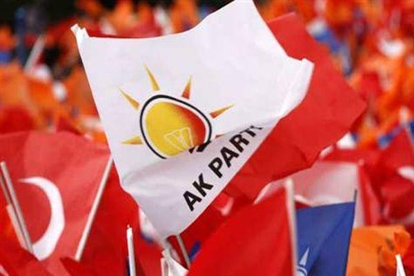 Ak Parti İlçe Başkanı ve 20 üye istifa etti