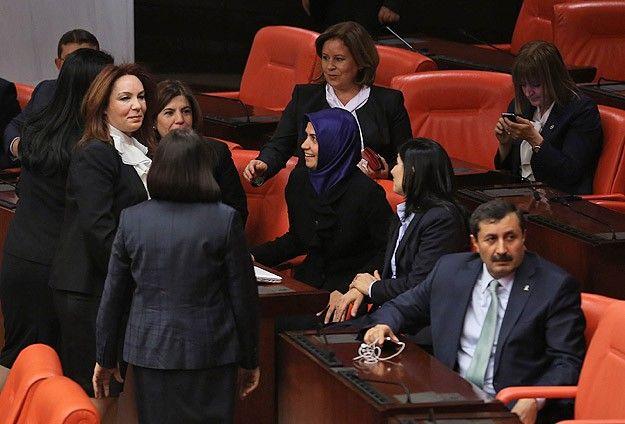 AK Partili 4 vekil Genel Kurul'a başörtülü girdi