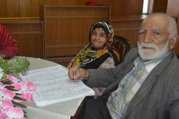 90 yaşında 6'ncı kez nikah masasına oturdu