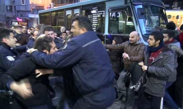 AK Parti standına saldırı