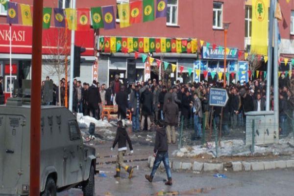 Ak Partililerle BDP'liler arasında taşlı seçim kavgası