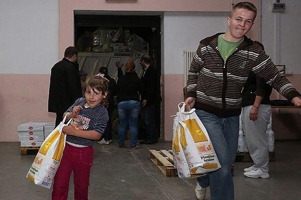 Bosna-Hersek'teki sel felaketine ilk TİKA ulaştı