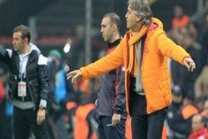 Roberto Mancini bir sürprize imza attı