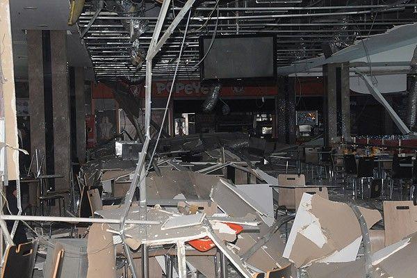 Isparta'da alışveriş merkezinin tavanı çöktü, 7 yaralı