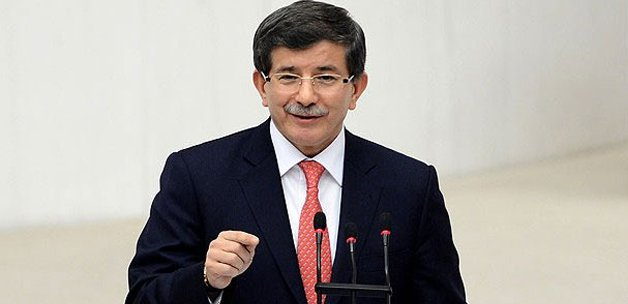 Ahmet Davutoğlu Meclis'te ilk kimin elini sıktı?