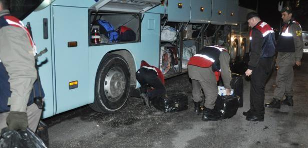 Otobüsten 20 bin paket kaçak sigara çıktı