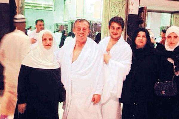Ali Ağaoğlu ve oğlu Umre ziyareti için kutsal topraklara gittiler
