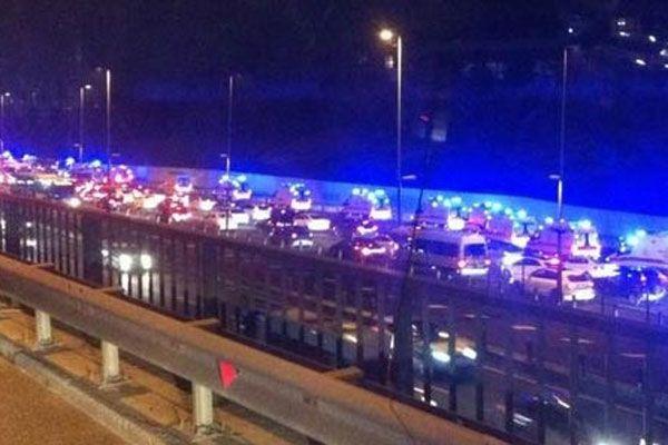 Köprüden geçiş yapan ambulanslar merak uyandırdı
