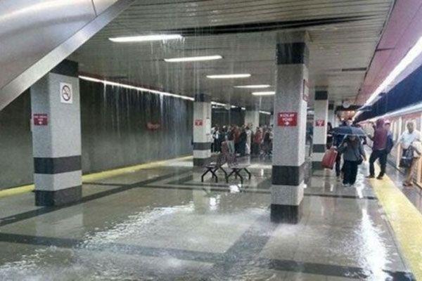 Ankara metrosunu su bastı, vatandaşlar zor anlar yaşadı