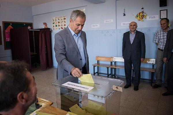 Başbakan Yardımcısı Bülent Arınç, oyunu kullandı