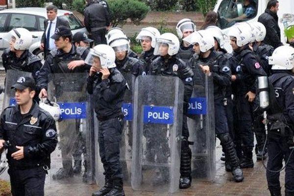 KTÜ'de karşıt görüşlü öğrenciler arasında arbede