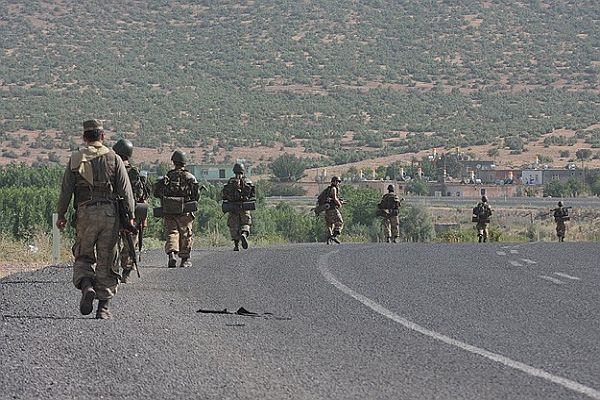 Diyarbakır'da 2 uzman çavuş kaçırıldı