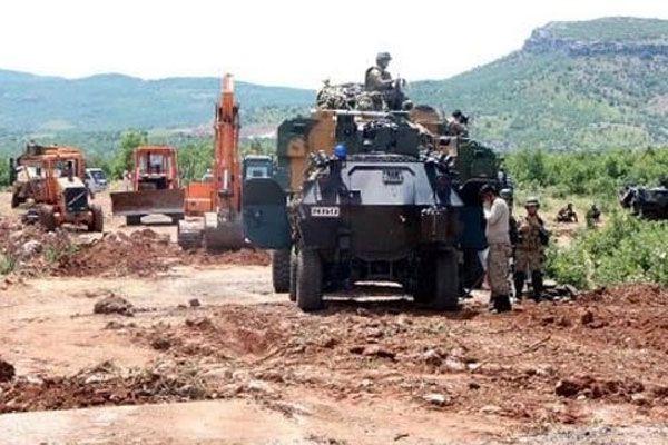 PKK'lılar askere ateş açtı, 2 yaralı