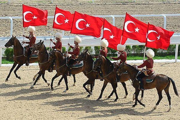 Cumhurbaşkanı Gül adına at yarışı düzenlendi-İZLE