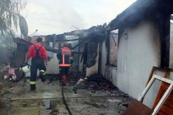 Ailesinin evini ateşe verdi