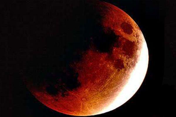 Tüm dünya Kanlı Ay Tutulması'na kilitlendi
