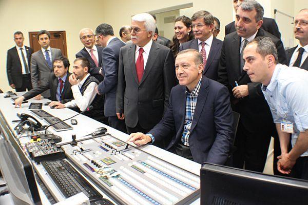 Başbakan Erdoğan canlı yayın yönetti