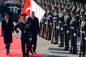 Erdoğan, Japonya'da askeri törenle karşılandı
