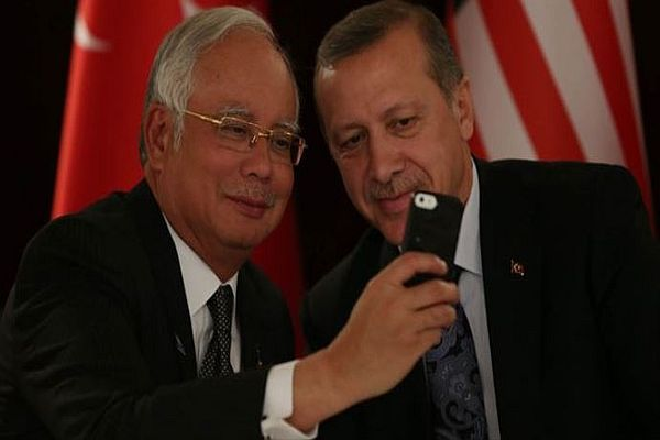 Başbakan Erdoğan'dan 'selfie' pozu