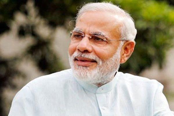 Hindistan'ın yeni başbakanı görevine başladı